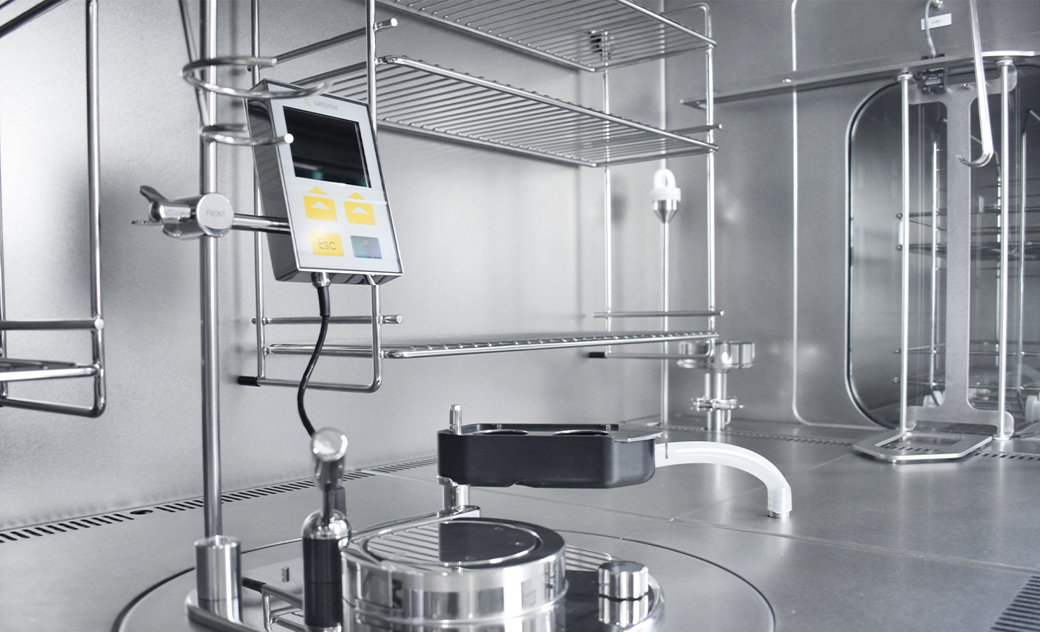 SKAN's PSI-M modular work isolator is an adaptable isolator for aseptic-toxic processes